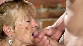 Old hag gets facial cumshot..