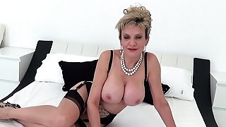 Chick Sonia flashes in..